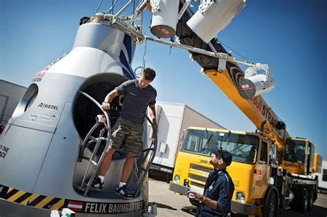 Watch Felix Baumgartner's space dive live right here at 9